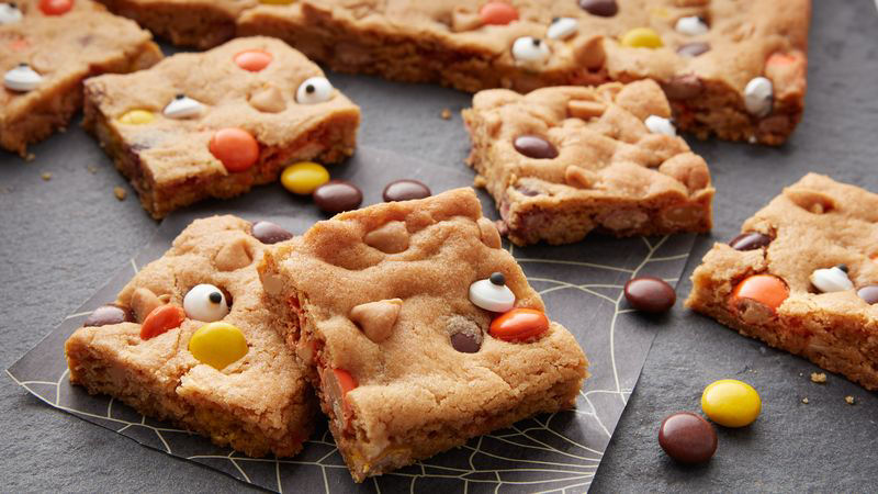Reese's Pieces Halloween Cookie Bars Recipe